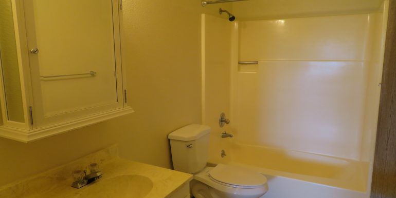 2945ewalnut-6.bathroomb
