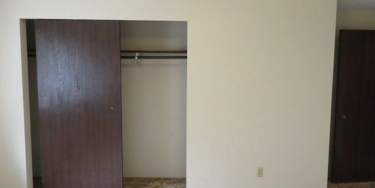 2945ewalnut-6.bedroomc