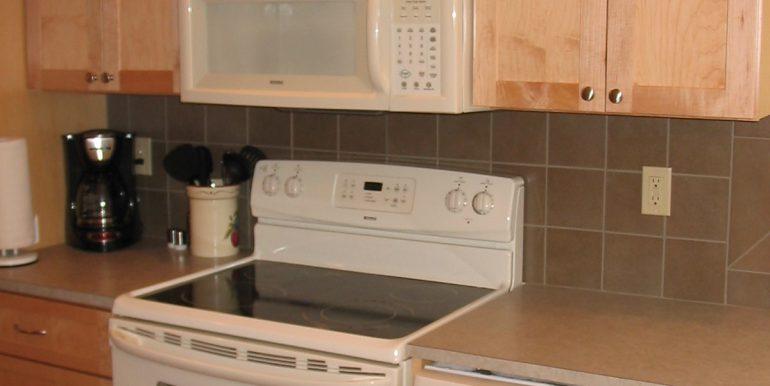 405efront-4.kitchen