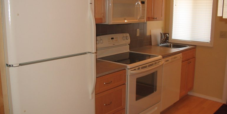 405efront-4.kitchenb