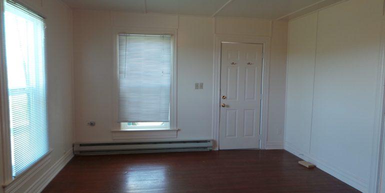 2373portwilliamsroad-livingroom