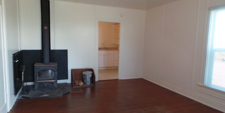 2373portwilliamsroad-livingroomb