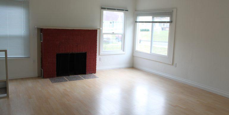119 Fogarty Ave living room