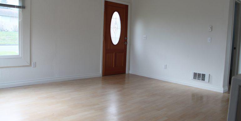 119 Fogarty Ave living room front door