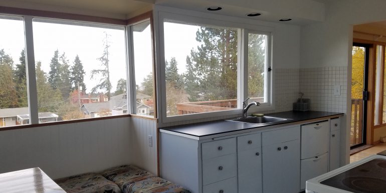 3002 Oakcrest Loop kitchen w windows