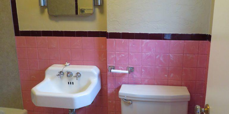505-.5w12th.bathroomb