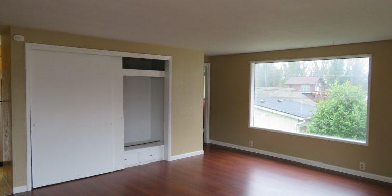 505-.5w12th.livingroome