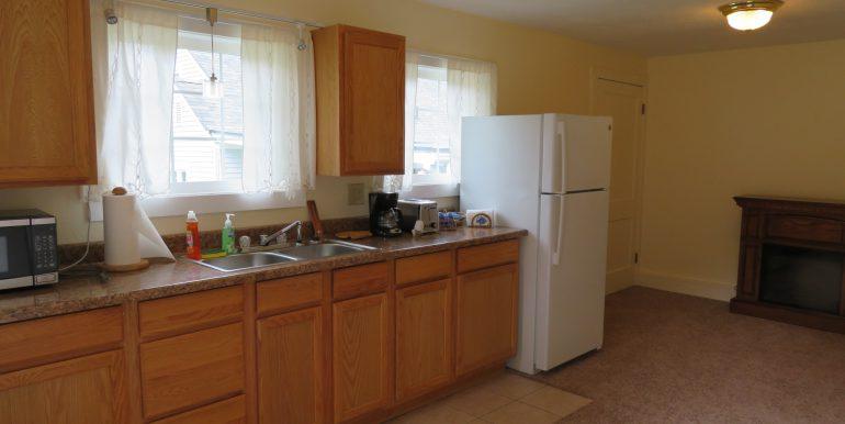 4105sbeanroad.kitchen-livingroom