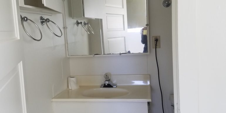 528 Whidby bathroom