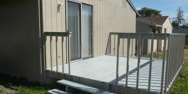 732 W 6th St backyard deck off master bedroom