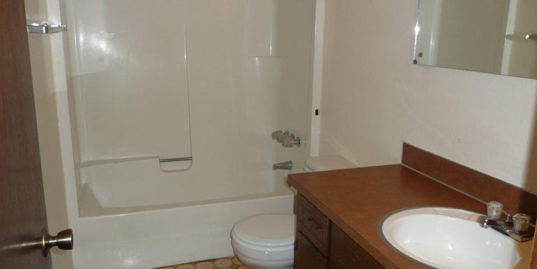 732 W 6th St bathroom
