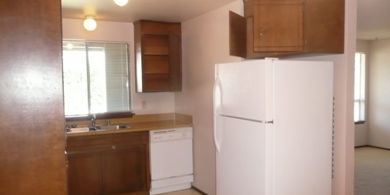 732 W 6th St kitchen with dishwasher