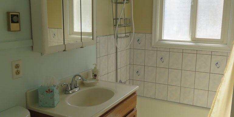 708e6th.bathroomb