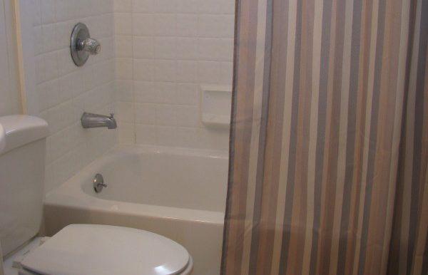 2323e4thave.bathroomb