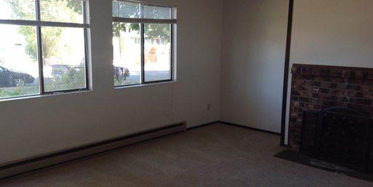 922 E 14th St living room