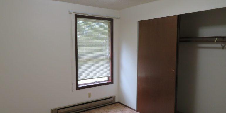12sunriseplace.middlebedroomb