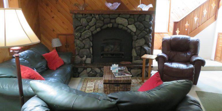 3632 obrien road.livingroom