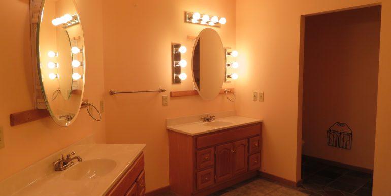 172levig.masterbathroom